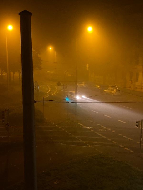Wiedebachplatz im Nebel, Trams fahren nicht