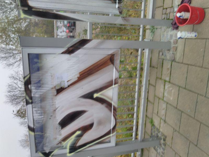 S-Bahnhof: Auskunfttafeln beschmiert