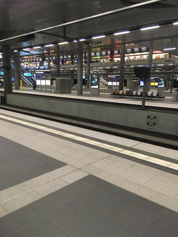 Leerer Hauptbahnhof in Berlin