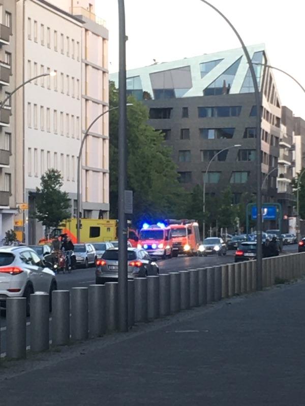 Notarzt- und Feuerwehr-Einsatz  in Mitte