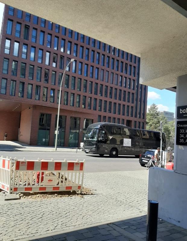 Reisebusse demonstrieren auf der Chausseestrasse
