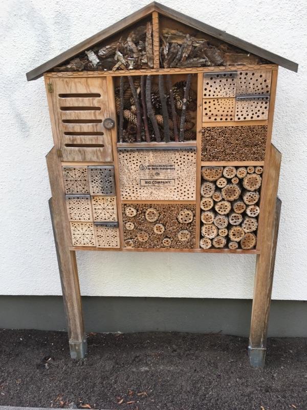 Insektenhaus am S-Bahnhof Hermsdorf