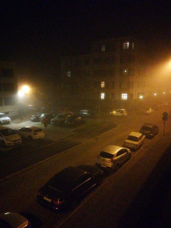 Neblige Nacht in Leipzig