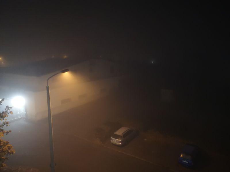 Der Nebel hat die Stadt weiter im Griff