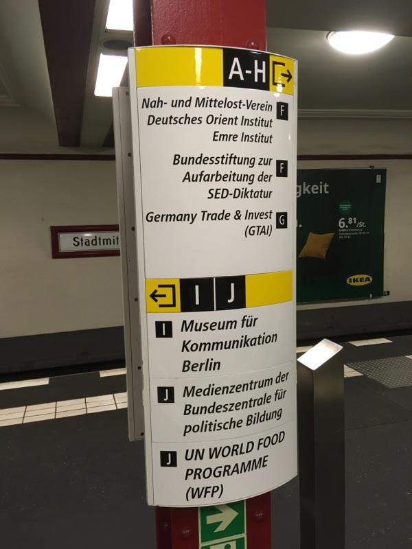 Neue Info Wegweiser in der U-Bahn