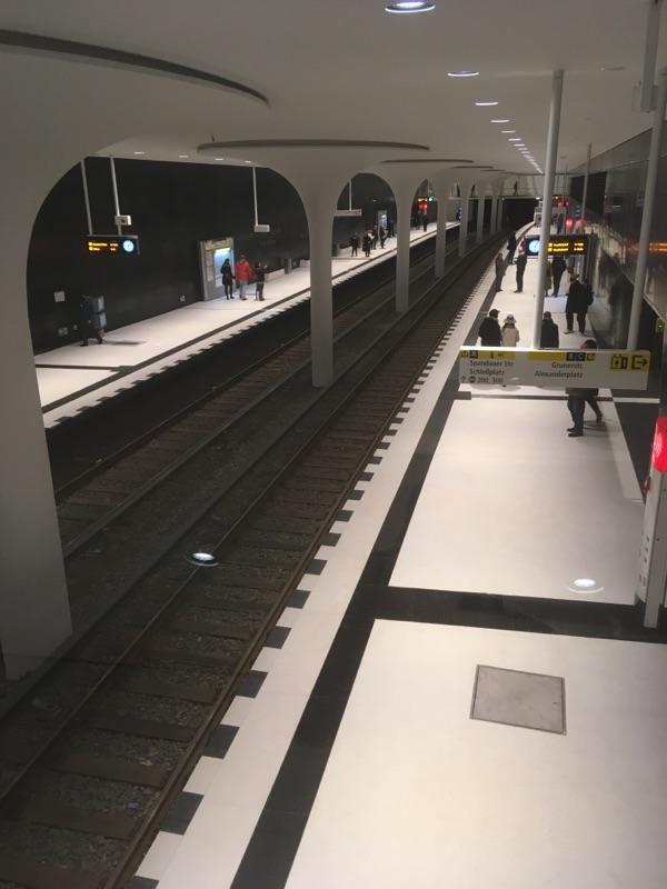 U-Bahnhof Rotes Rathaus in Berlin eröffnet