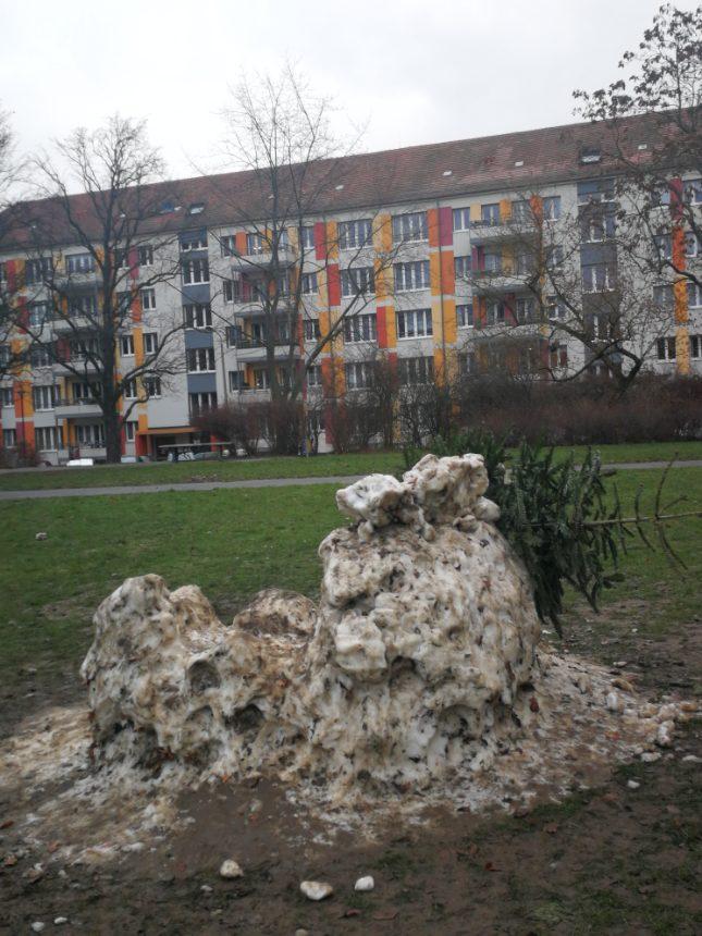 Schneekunst im Zerfall