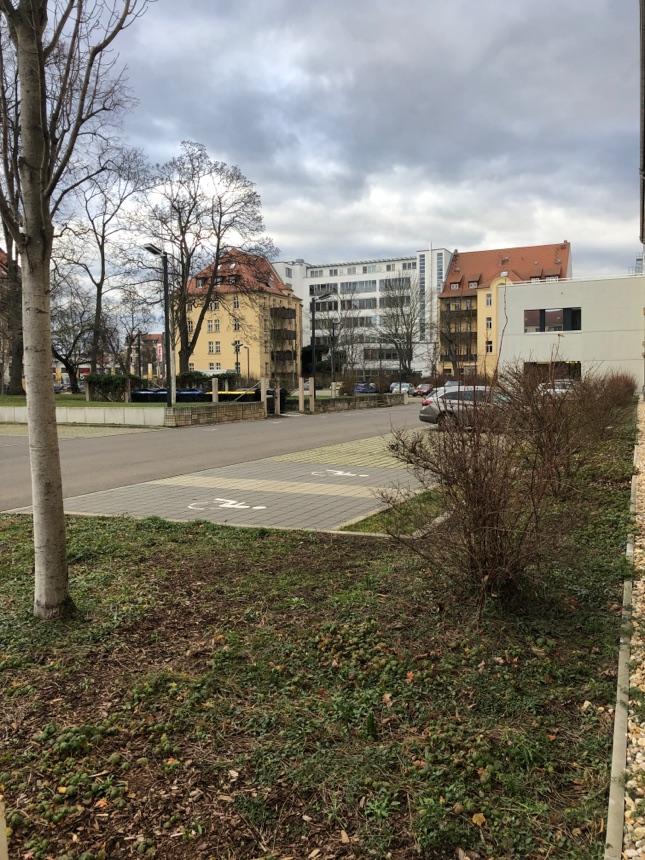 HTWK Parkplatz deutlich leerer