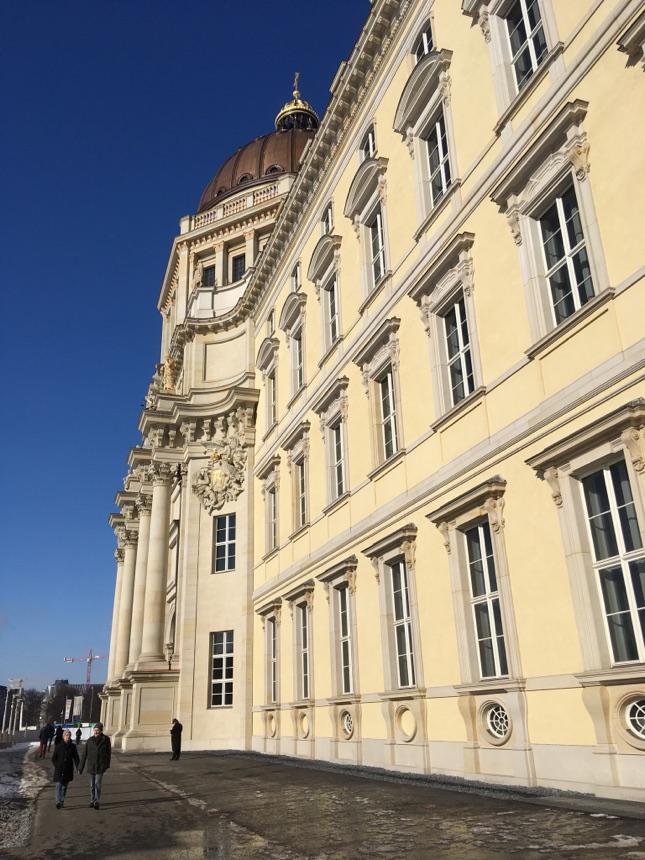 Schlossfassade in Berlin rundum frei zugänglich