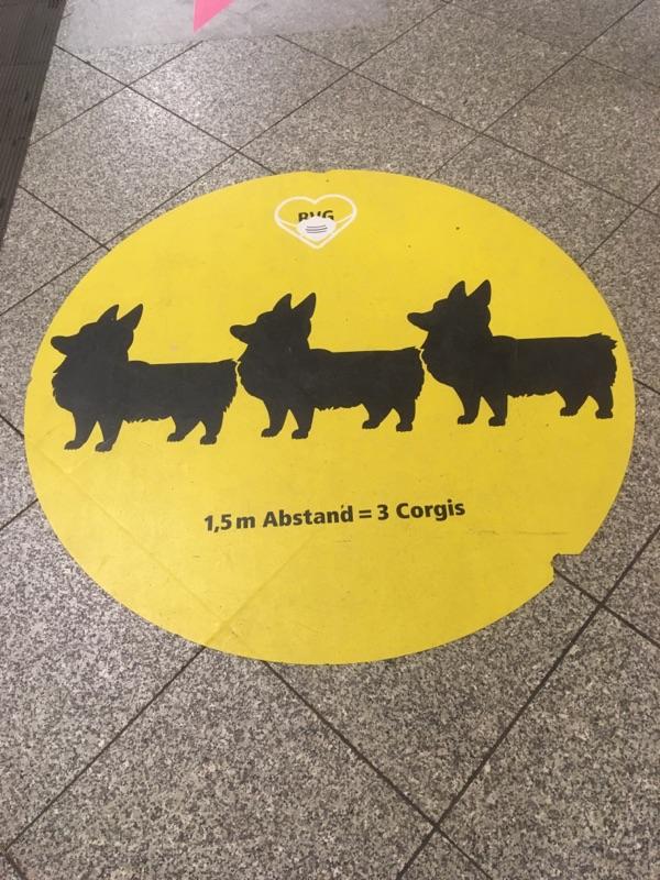 Abstandsregeln im U-Bahnhof Mehringdamm