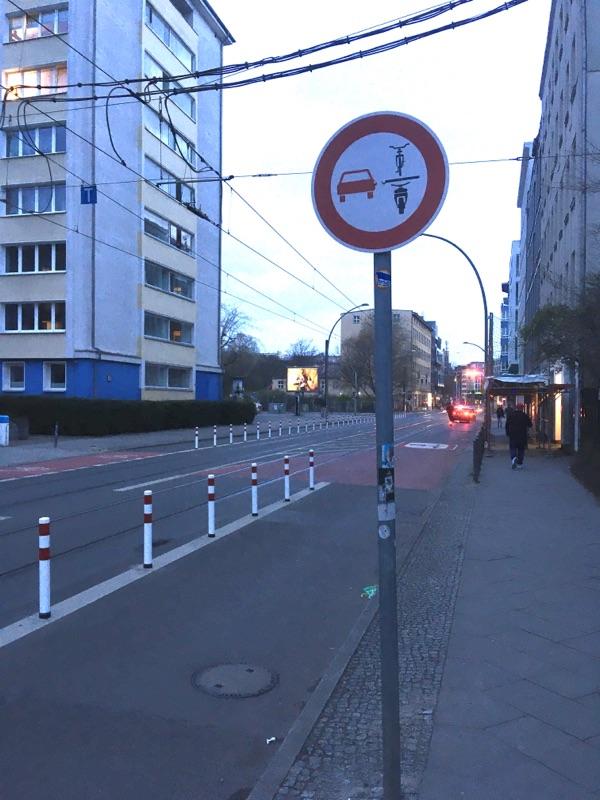 Radweg in der Invalidenstraße fertig