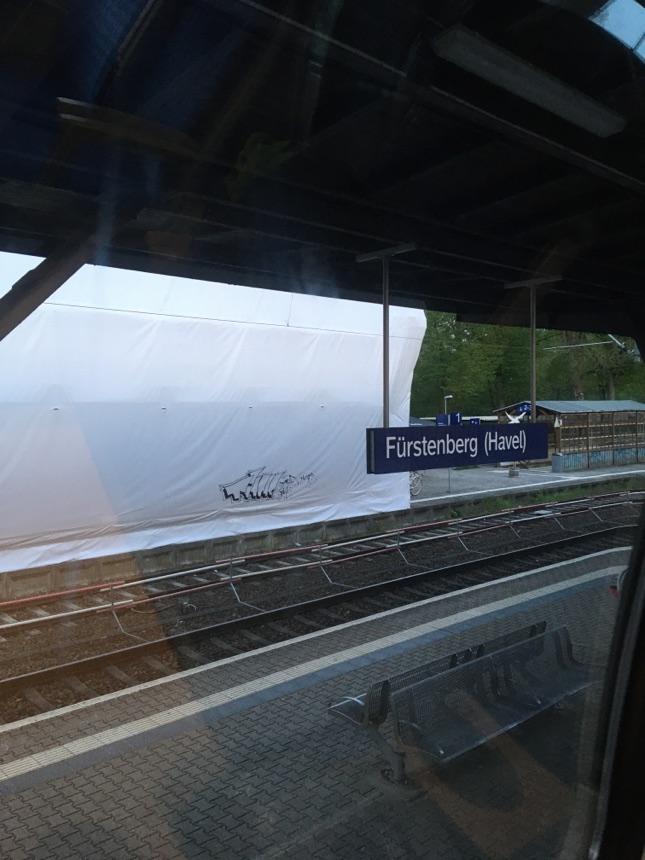Bahnhof Fürstenberg eingepackt