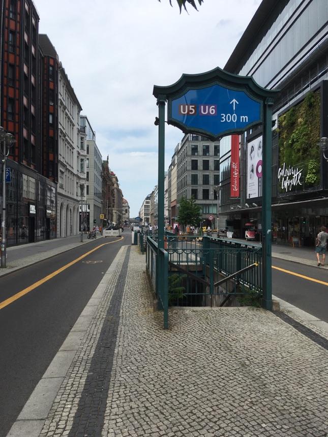 U-Bahnhof Französische Strasse geschlossen
