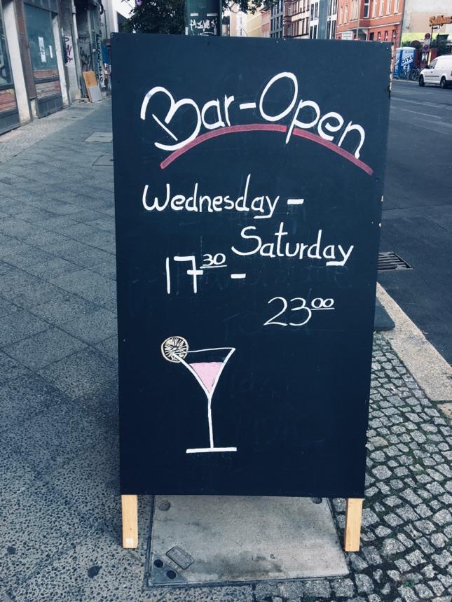 Bar im Melia-Hotel in Mitte von 17-23 Uhr geöffnet